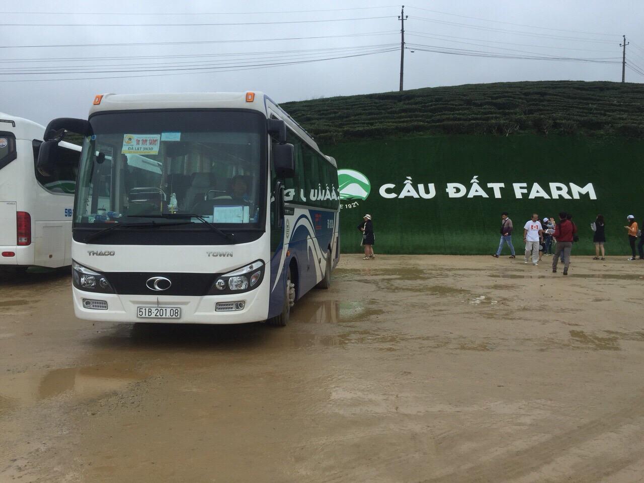 Cho thue xe du lich 29 cho gia re Phong Thang